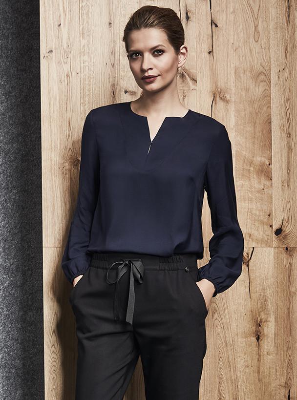de6846d1404 Женская блуза из вискозы темно-синего цвета. Модель 260025 Enny ...