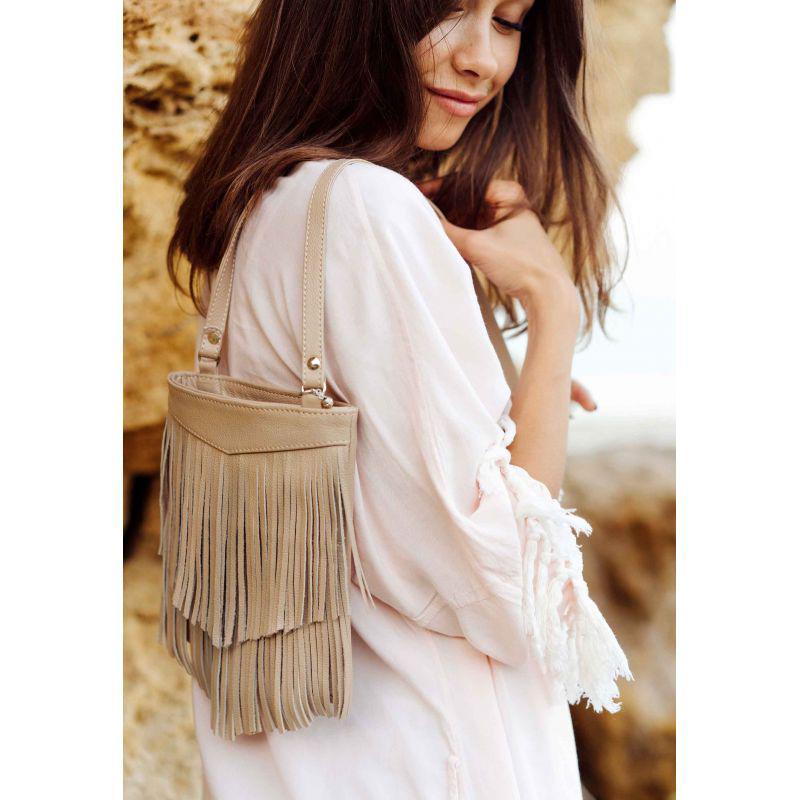 Кожаная женская сумка с бахромой мини-кроссбоди Fleco светло-бежевая