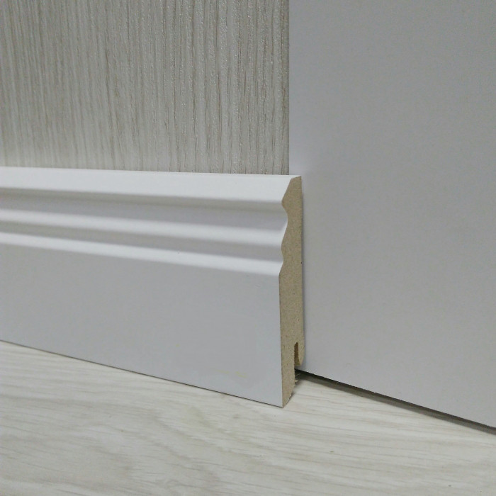 Плинтус белый напольный МДФ фигурный 18.2х70х2400мм, ламинированный