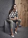 Женская блуза черного цвета с принтом. Модель 260077 Enny, коллекция осень-зима 2018-2019, фото 2
