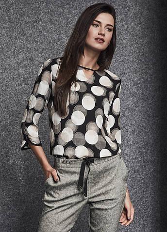 Женская блуза черного цвета с принтом. Модель 260077 Enny, коллекция осень-зима 2018-2019