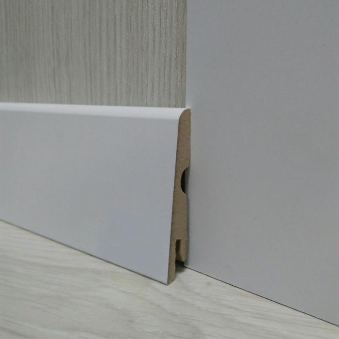 Плинтус белый напольный МДФ косой 14х70х2400мм., ламинированный