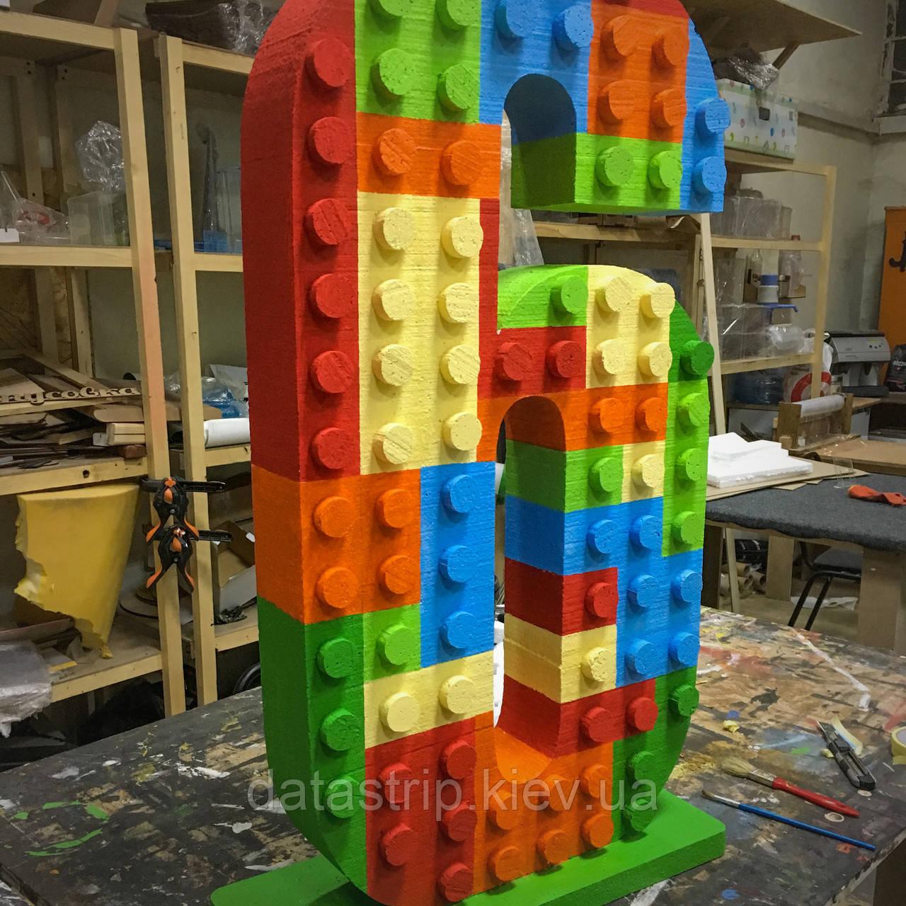 Цифра из пенопласта в стиле LEGO