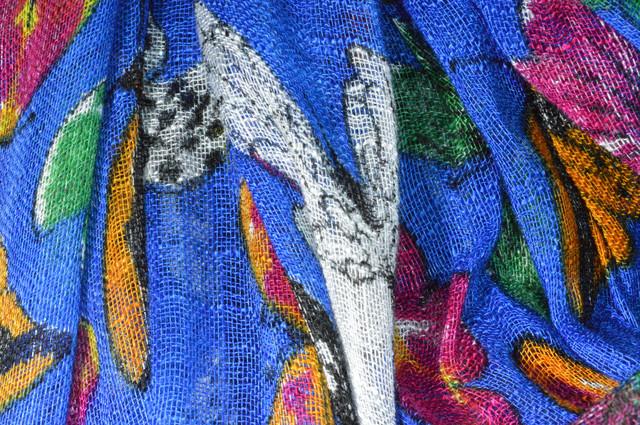Синий льняной шарф с орнаментом бабочки фото 2