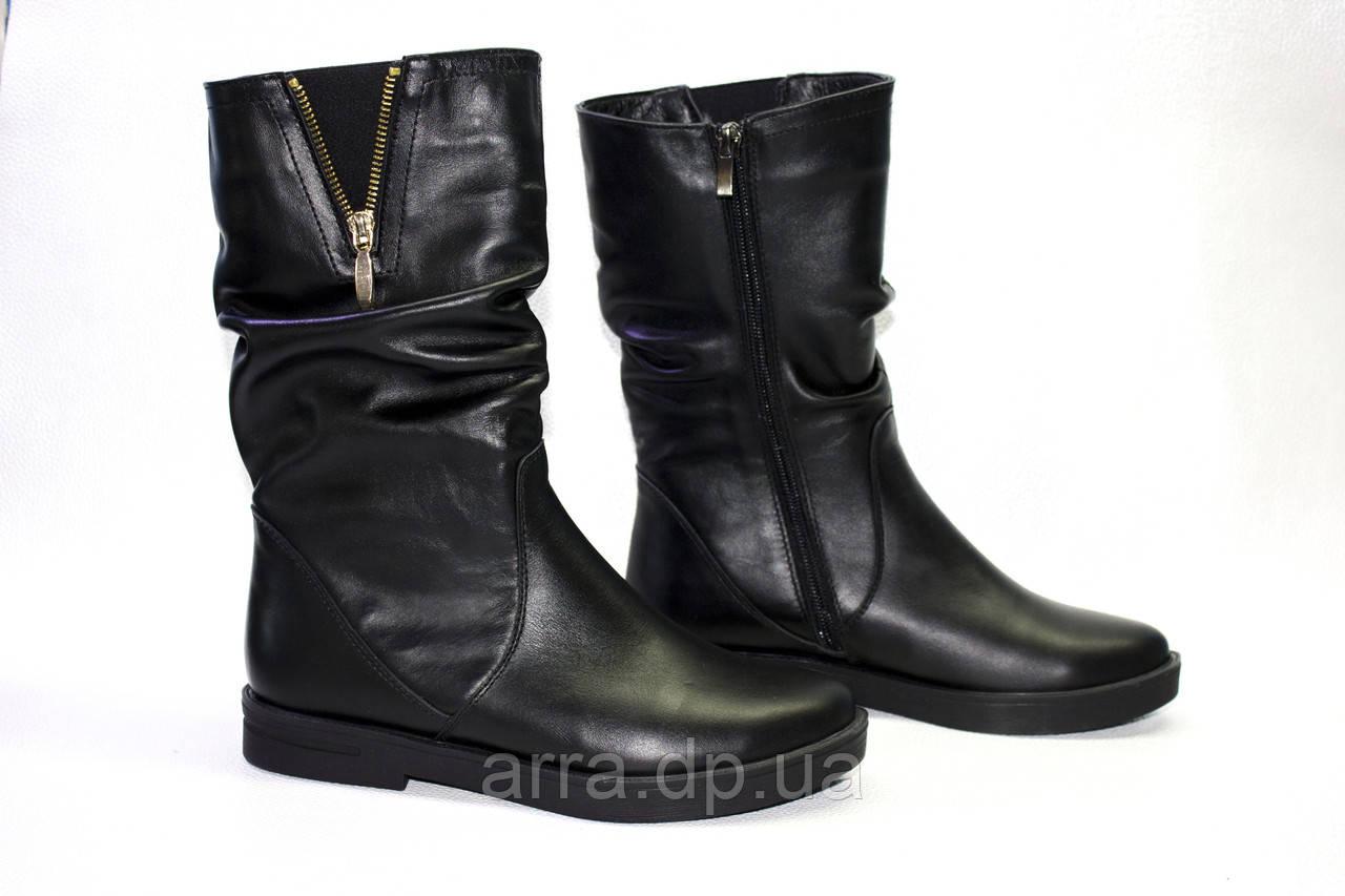 Кожаные ботинки на ровной подошве.