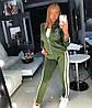 Модный женский спортивный костюм на молнии