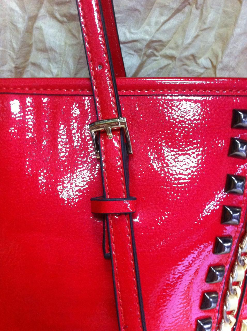af5b50e645d7 Красная лаковая сумка с шипами, цена 821,60 грн., купить в Харькове —  Prom.ua (ID#748786689)