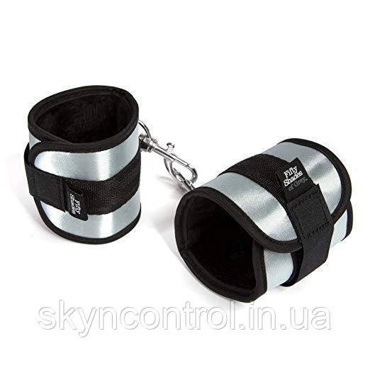 "Fifty Shades of Grey Totally His  - Мягкие наручники ""Вся его"""