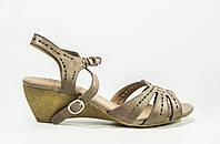 Босоножки женские It Girl 756033-161 коричневые кожа на танкетке