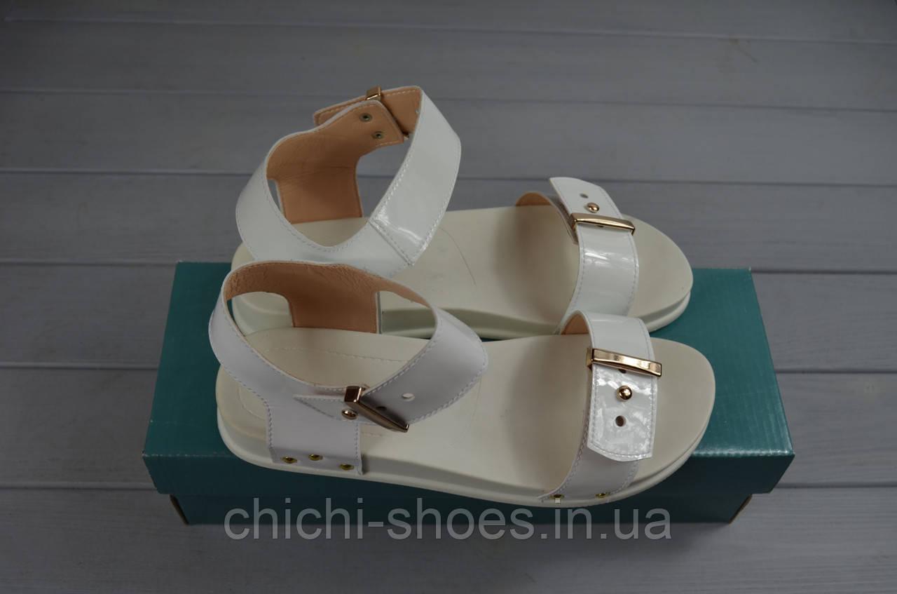 Босоножки женские Arcoboletto 201-722 белые кожа