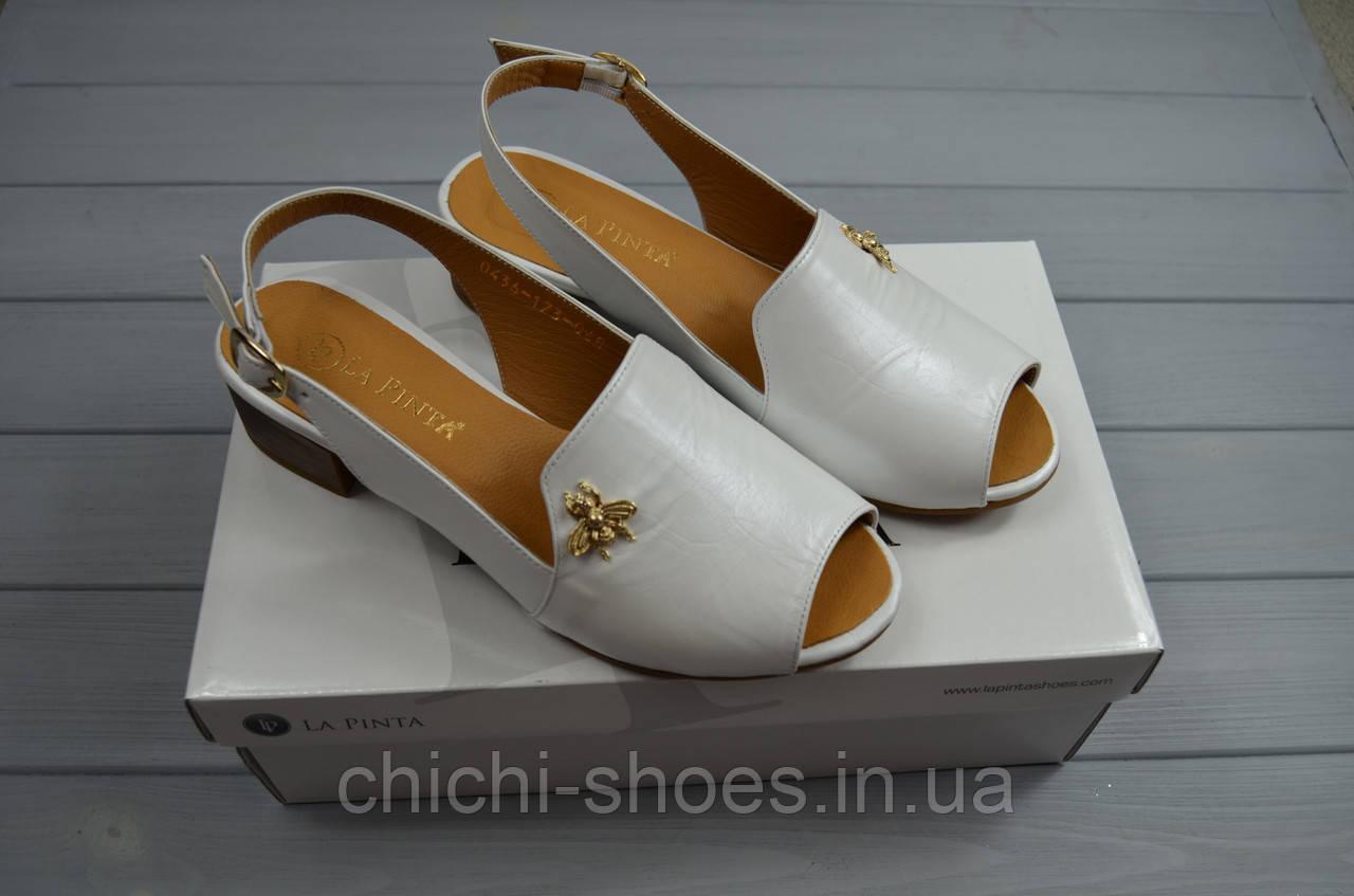 Босоножки женские La Pinta 0436-173-617 белые кожа каблук