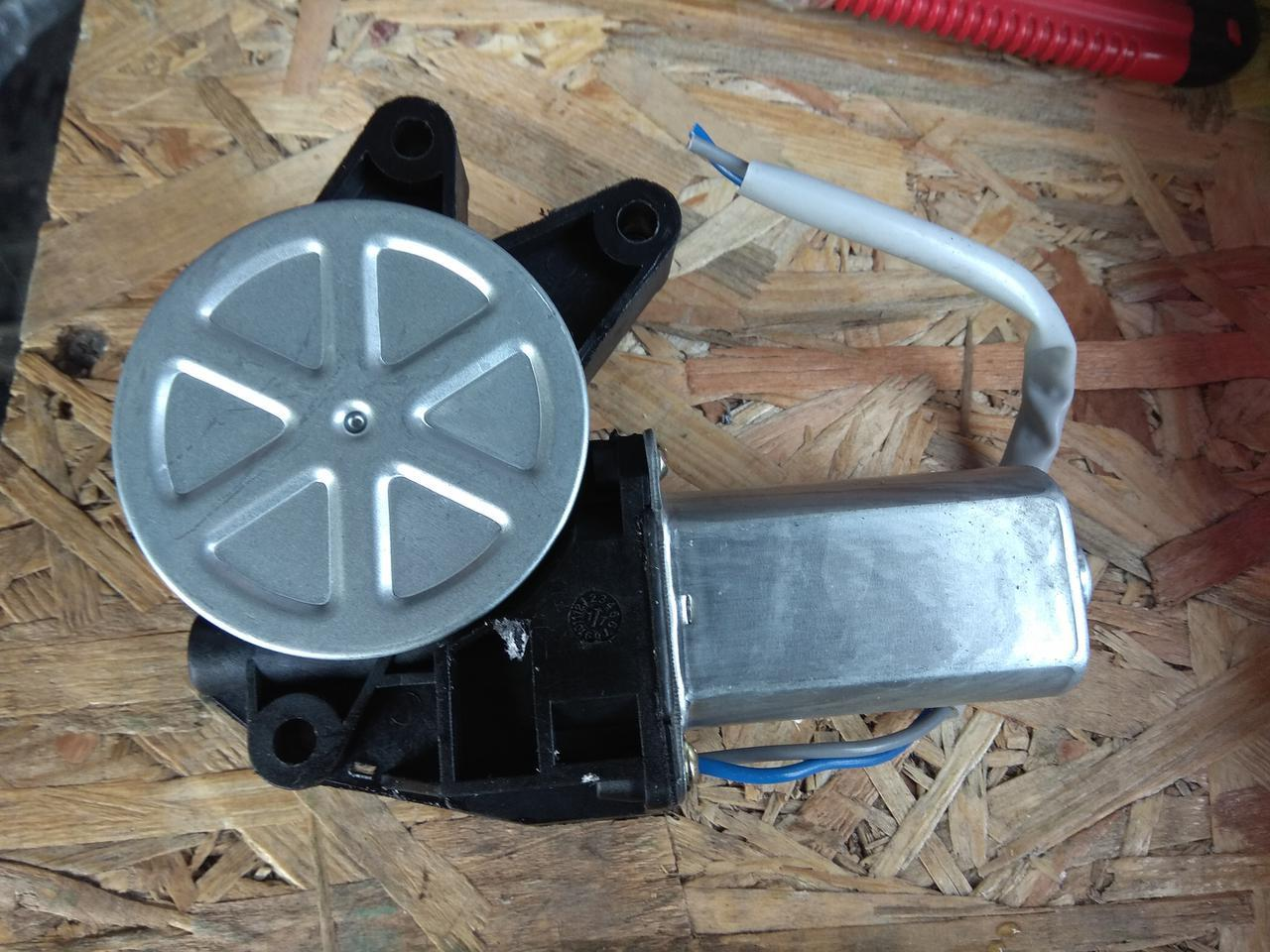 Мотор стеклоподъемника Калина Ваз 1117, 1118, 1119 левый AURORA