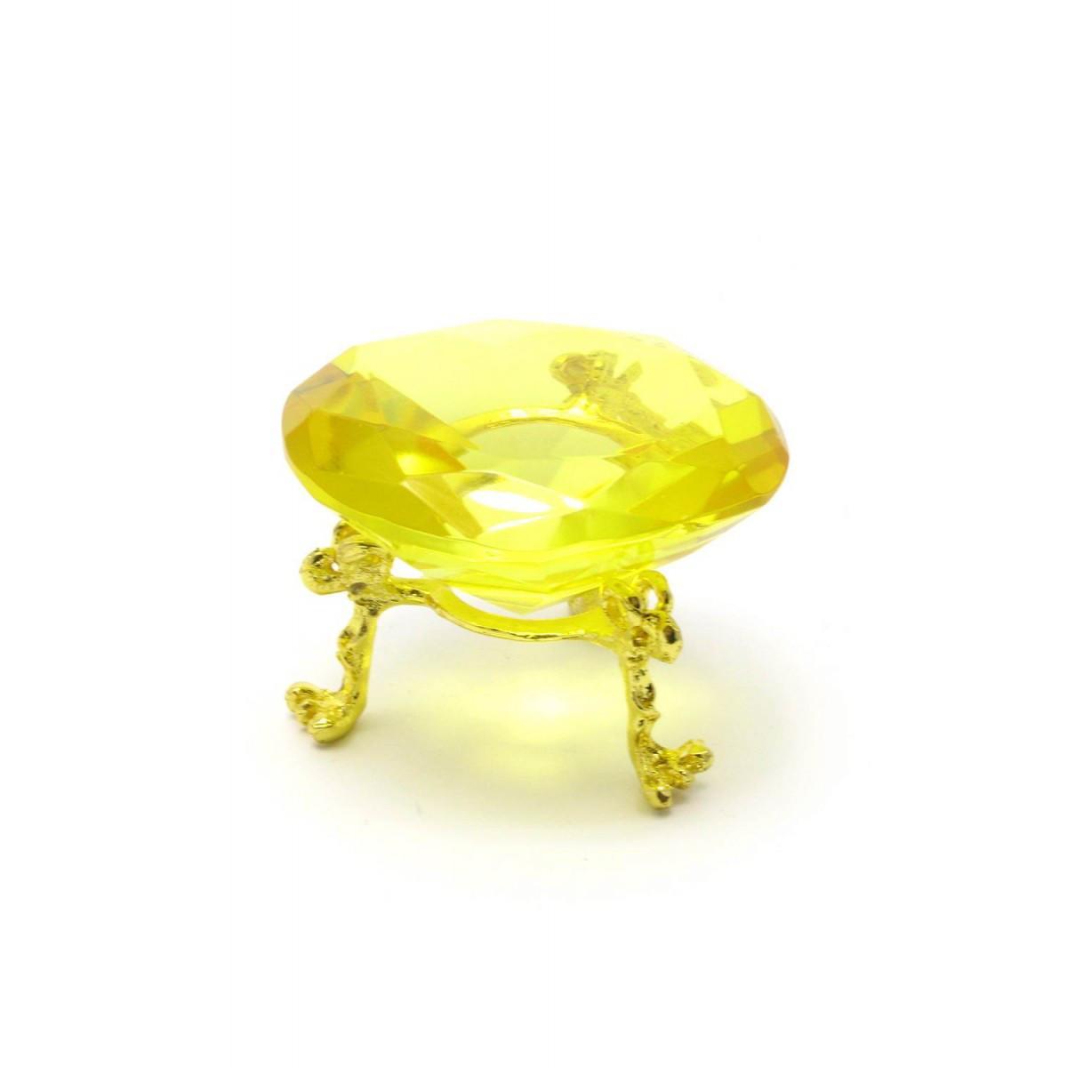 Кристалл из хрусталя на подставке желтый