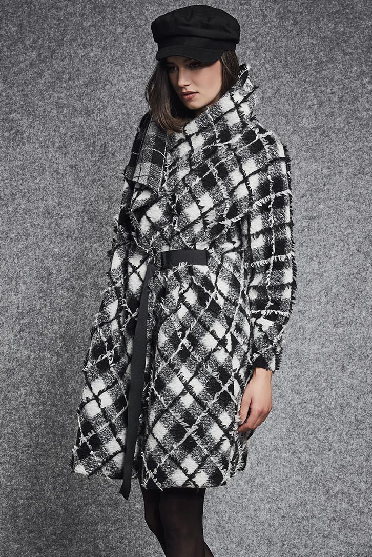 Женское пальто оверсайз черно-белого цвета. Модель 260056