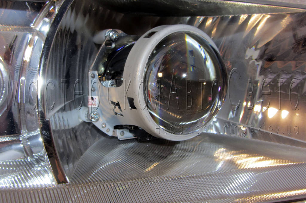 "Skoda Octavia Tour - установка биксеноновых линз Hella 3R F1 3.0"" дюйма (⌀76мм) D2S"
