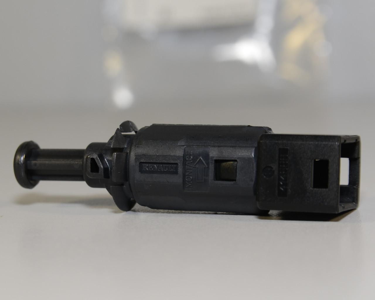 Включатель стоп-сигнала на Renault Kangoo 1997->2008 - Renault (Оригинал) - 7700414986