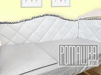Защита (мягкие бортики, охранка, бампер) в детскую кроватку для новорожденного 3992 Светло-серый