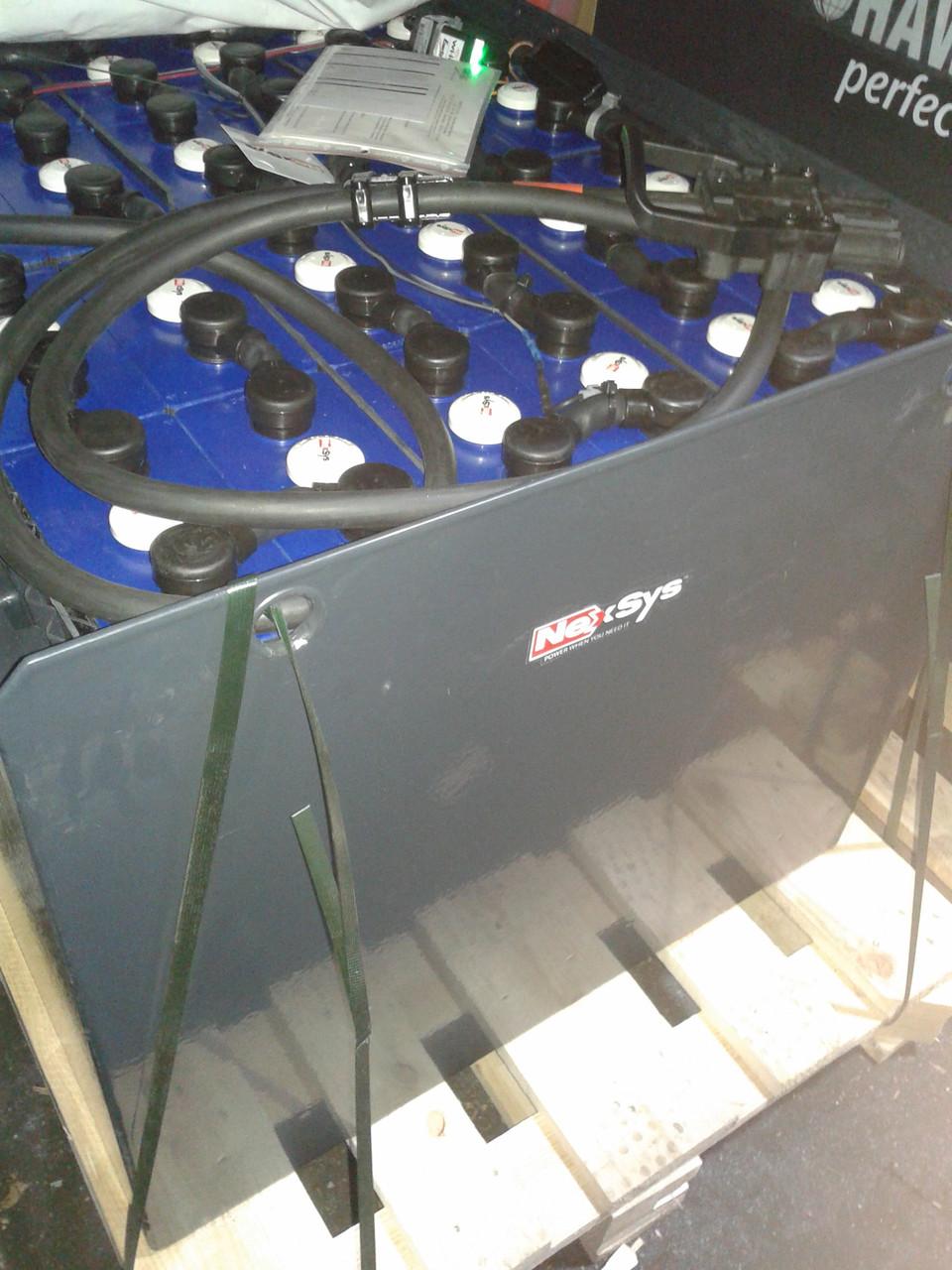 Герметичная быстрозаряжаемая батарея NexSys (Hawker XFC) для погрузчиков и другой складской техники.