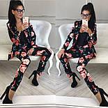 Женский брючный костюм с цветами: пиджак и зауженные брюки, фото 4