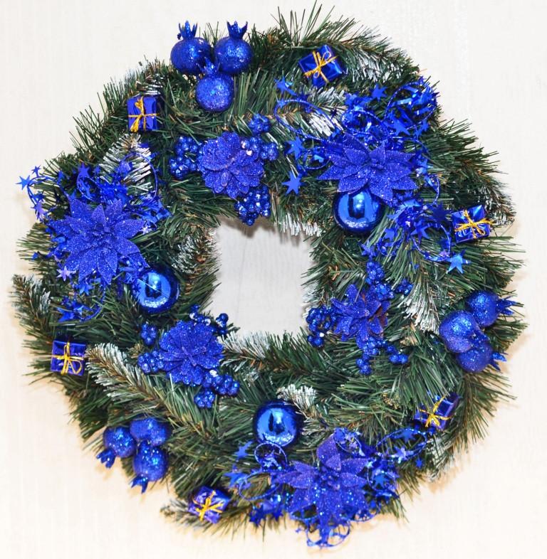 Венок новогодний большой  украшенный синий 0423 B