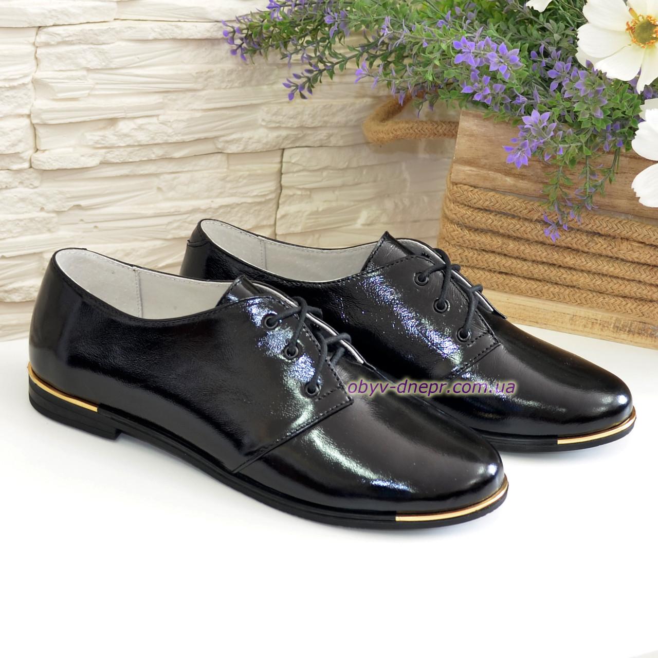 Туфли женские черные лаковые на шнуровке, низкий ход.