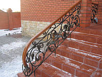 Кованая лестница с цветами