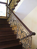 Кованая лестница с завитками