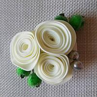 Бутоньерка розы айвори ручной работы