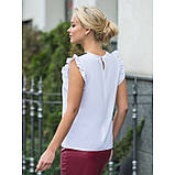 Белая блузка прямого кроя с рукавами «крылышко» и отделкой из кружева, фото 6