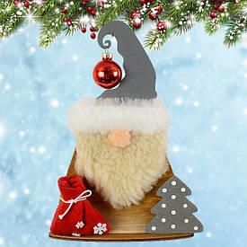 Новогодний декор, игрушки под елку, подсвечники.