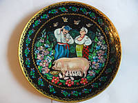 Расписная тарелка «Пара с поросенком»