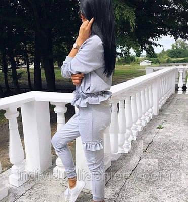 Костюм-двойка кофта на молнии и брюки с рюшами