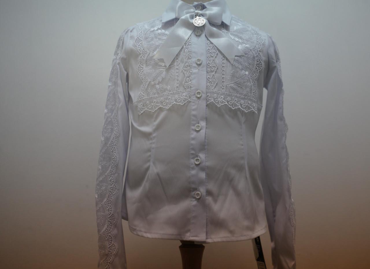 Блуза белая для девочки с длинным рукавом и с кружевной кокеткой