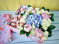 Коробка с пионами, гортензией, розами и Рафаэелло, фото 1