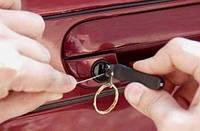 Как открыть дверь автомобиля если она захлопнулась, а ключи внутри машины! Днепропетровск