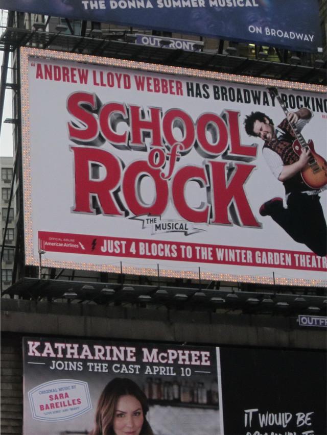 Раздел Платье летучая мышь - фото teens.ua - Нью-Йорк,афиши бродвейских мюзиклов на Таймс Сквер