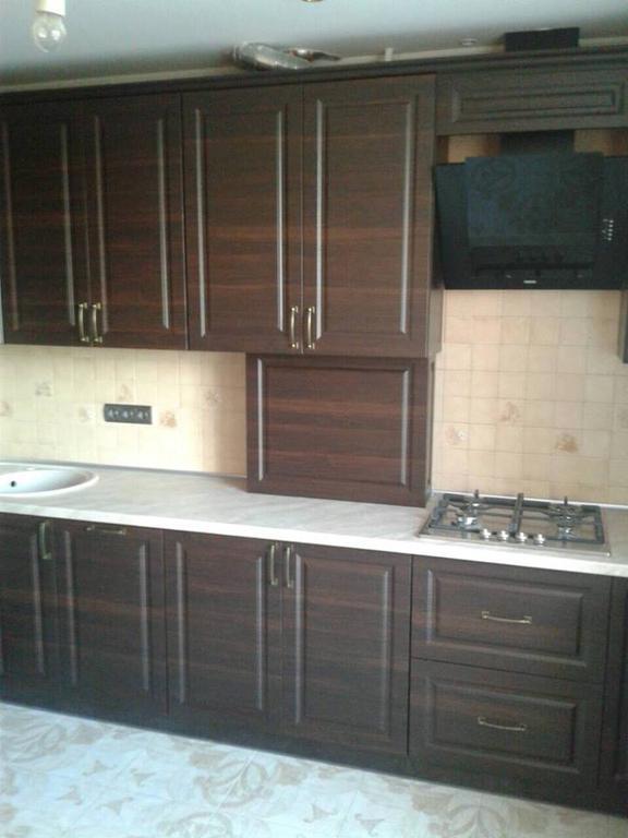 П-образна кухня с темными фасадами мдф пленка