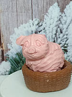 Хрюша в корзинке розовая. Мыло натуральное, ручная работа. Общий вес 250 г. Рождественский подарок под елочку