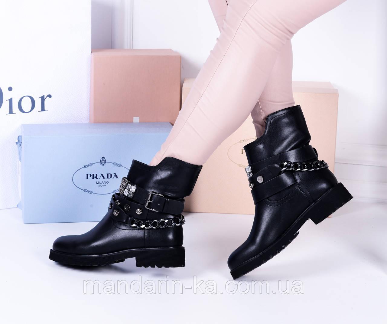 Женские ботинки черные ремешок камни