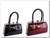 Элегантная лаковая сумочка