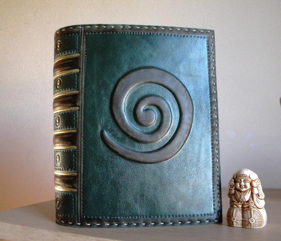 Обложка из кожи для книг