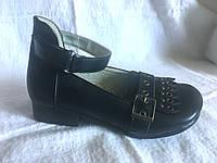 Туфли  черные с ремешком  р.26,28