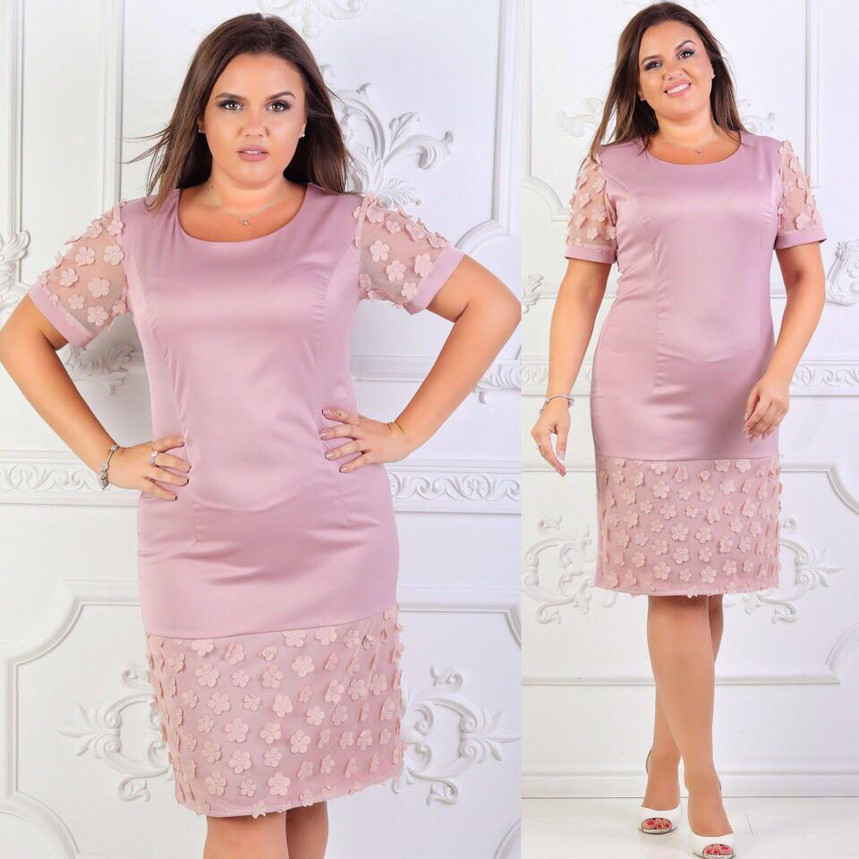 Приталенное платье больших размеров 50+ декорировано сеткой с цветами арт 6385-504