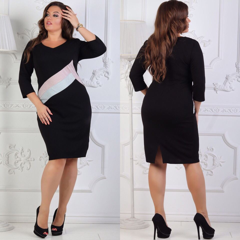 Приталенное платье больших размеров 48+ декорировано вставками с люрексом арт 6389-504