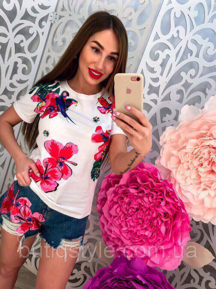 5a555acddb08 Летний женский комплект костюм шорты и футболка белая с аппликацией цветы и  попугай