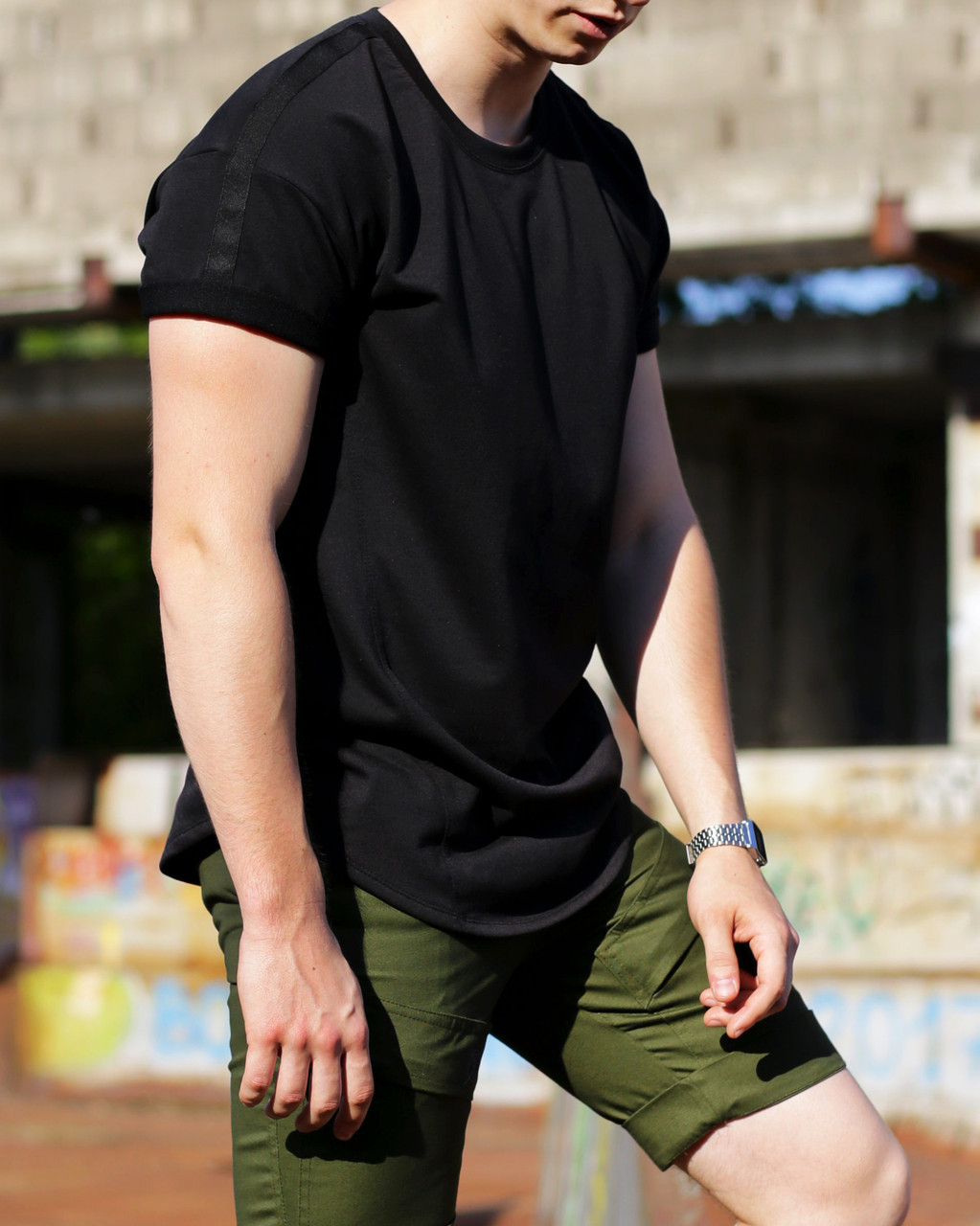 Мужская удлиненная  черная футболка Freeman