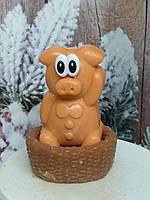 Оранжевая мыльная свинка в корзинке, ручная работа. Общий вес 250 г. Подарок на рождество друзьям в 2019 году
