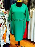 Платье силуэтное изумрудного цвета с гипюром