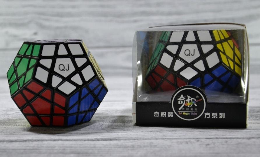 Кубик рубика Megaminx в черном и белом цвете