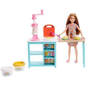 Игровой набор Кукла Барби Barbie Stacie Завтрак со Стейси FRH74